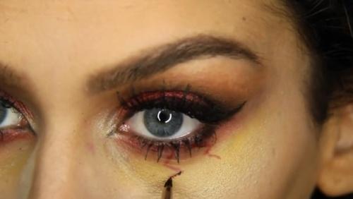 Machiaj Halloween: învaţă să te transformi într-o vampiriţă sexy! VIDEO!