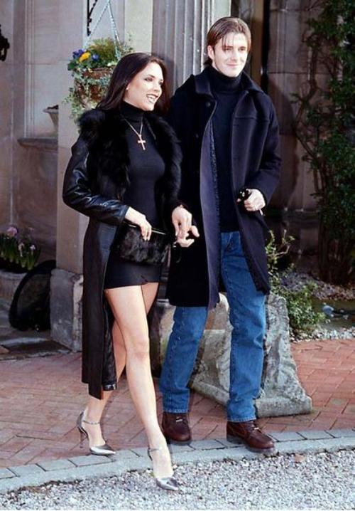 Îţi aminteşti cum arăta Victoria Beckham când avea silicoane?