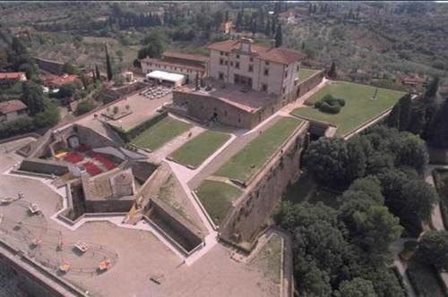 Fabulos! Uite cum arată castelul în care Kim Kardashian se va căsători!
