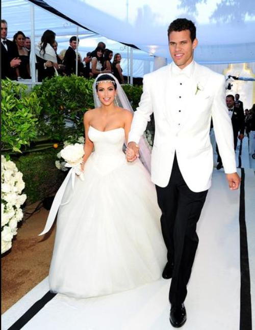 Kim Kardashian, mireasă. În care rochie i-a stat mai bine?