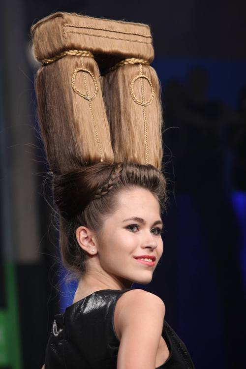 Coafura la nivel de artă! Ce minunăţii pot fi făcute cu părul nostru