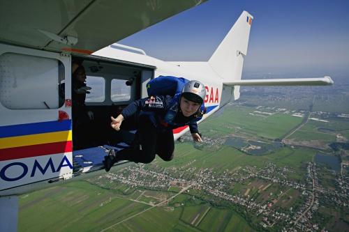 Paraşutismul îţi dă aripi