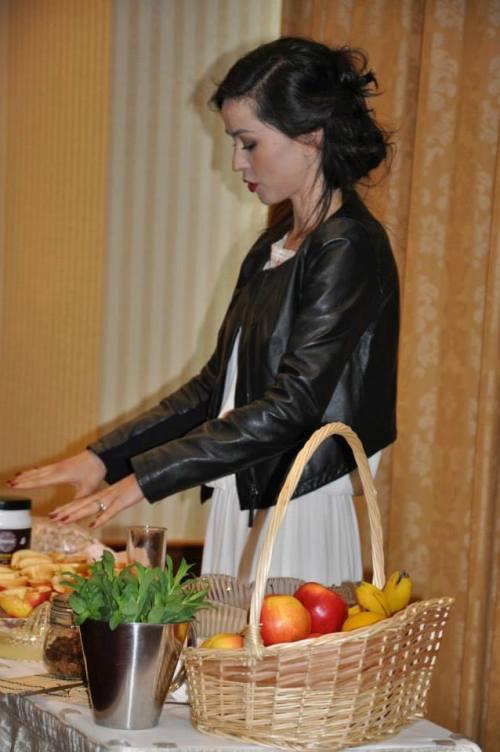 Olivia Steer te învaţă cum să recunoşti alimentele organice