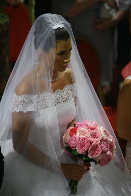Ce buchete de mireasă au avut la nuntă vedetele noastre