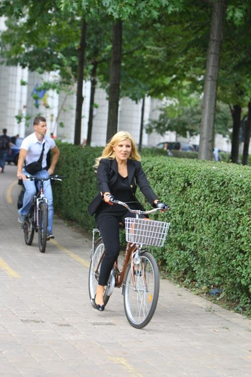 Imagini de colecţie. Politicieni pe bicicletă!