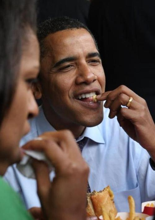 Preferinţele culinare ale familiei Obama, total nesănătoase. Cum luptă împotriva lor