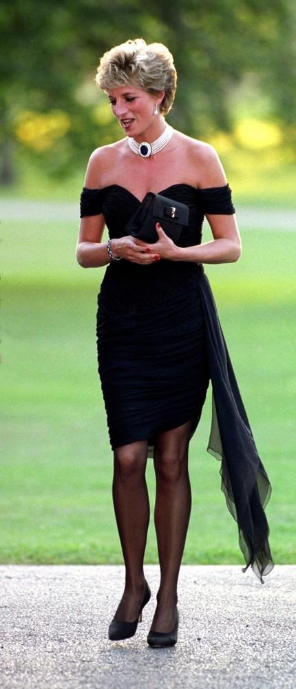 Cele mai celebre rochii negre ale tuturor timpurilor