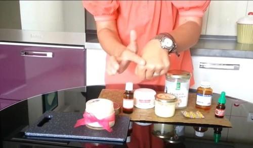 Cum să-ţi faci singură crema împotriva vergeturilor. Reţeta Adinei Halas