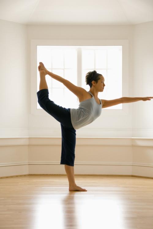 4 posturi de yoga pentru detoxifierea organismului