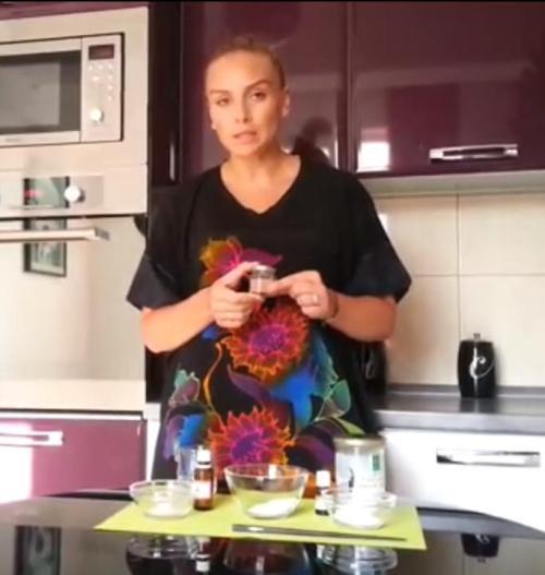 Cum să-ți faci singură pasta de dinţi pentru albire. Reţeta Adinei Halas | Video