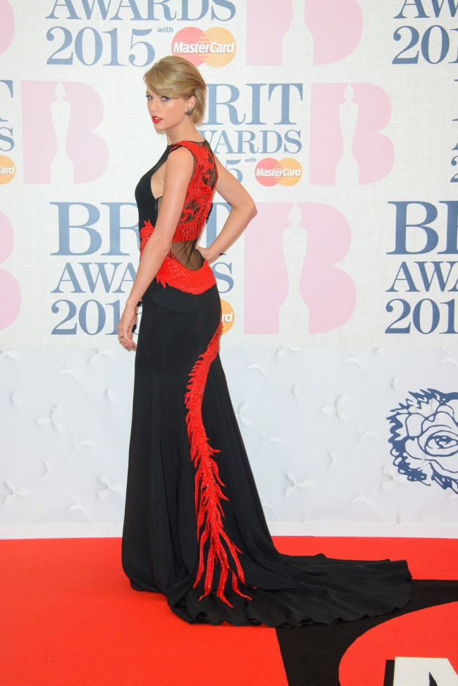 Taylor-Swift-brit-awards-2015
