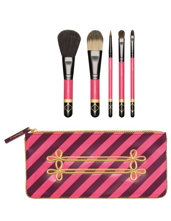 Set pensule de machiaj, colecția Nutcracker Sweet, 255 lei, MAC