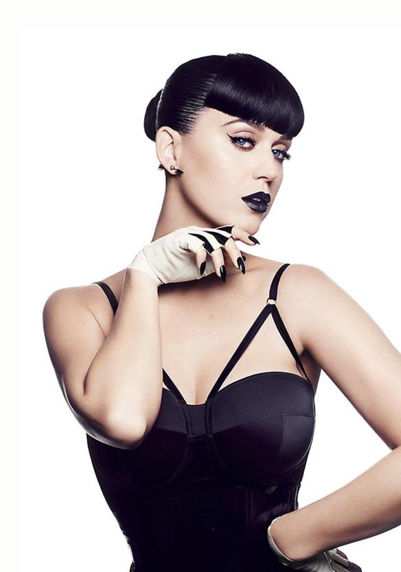 Katy Perry poarta o creatie a brandului romanesc Murmur