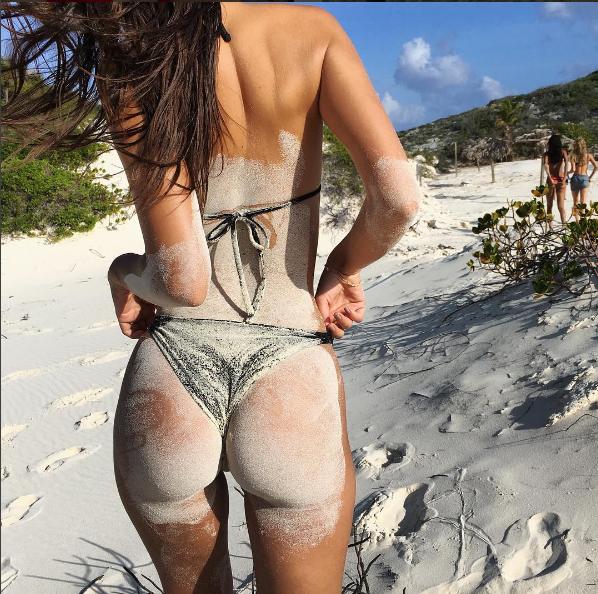 Emily-Ratajkowski-posterior-instagram