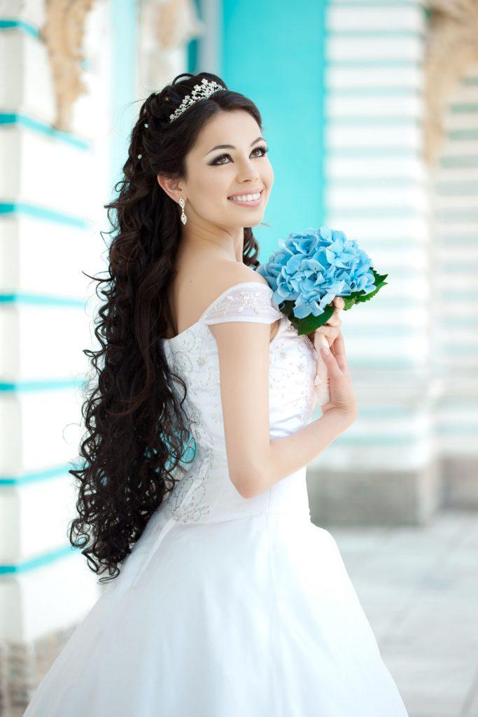 mireasa-rochie-cu-umerii-goi-nunta