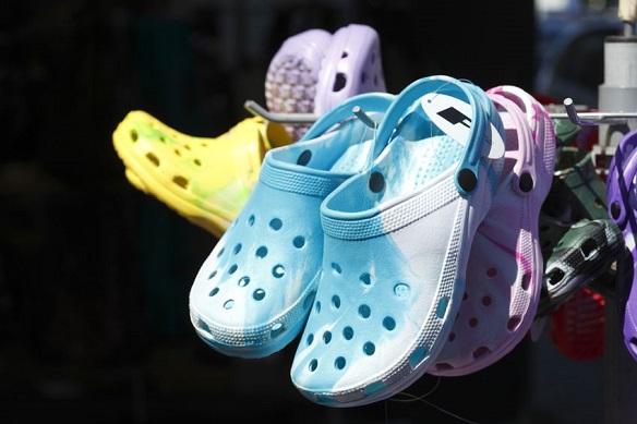 crocs-papuci-saboti.jpg