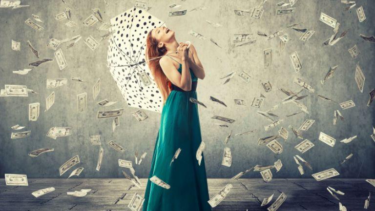 Ce înseamnă când visezi bani. E de bine sau de rău?