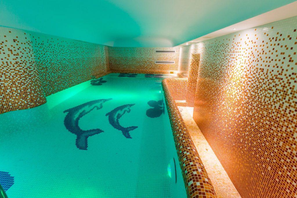 Belvedere Sinaia piscina