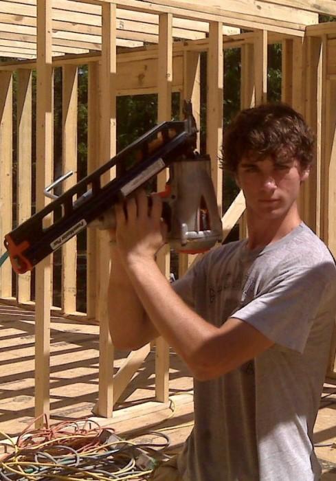 cara brookins construind casa alaturi de fiul ei