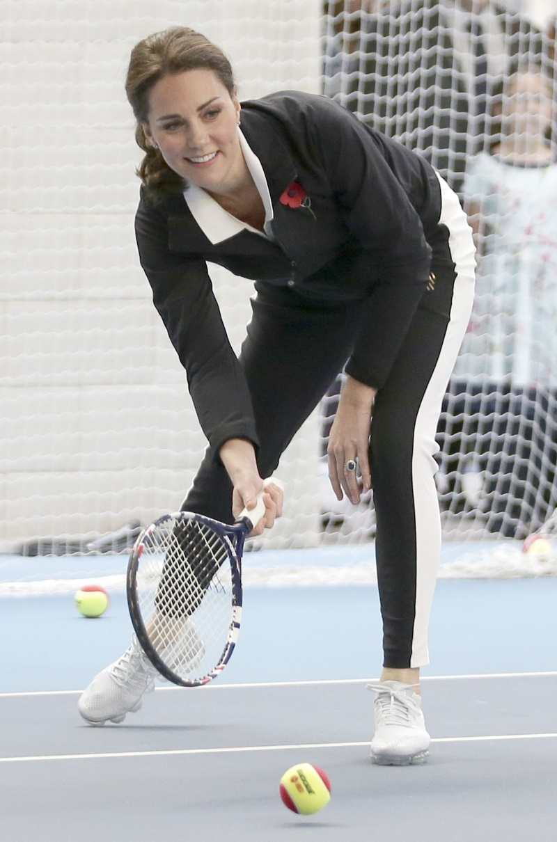 Kate Middleton joaca tenis