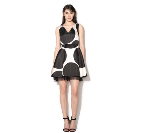 Rochie negru cu alb cu croiala in A Maine fashiondays black friday 2017