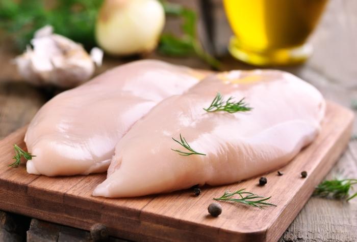 Trucul simplu care îți dezvăluie cât de proaspătă este carnea de pui cumpărată din supermarket