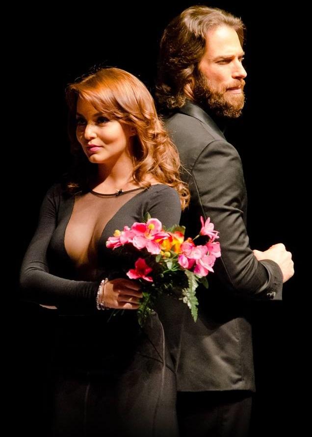 Angelique Boyer si Sebastian Rulli pe scena teatrului