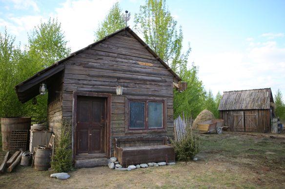 Ferma vedetelor casa de la tara, din lemn