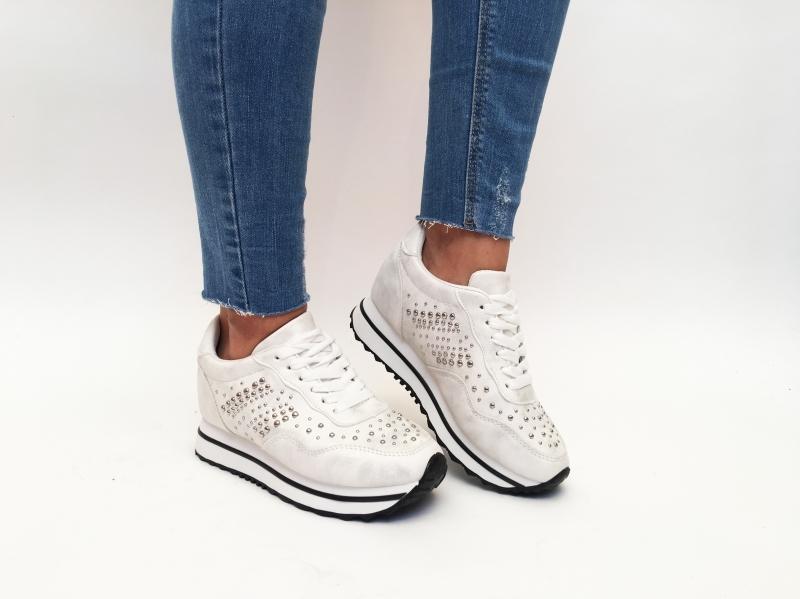 De ce să cumperi pantofi sport de la Tocmania