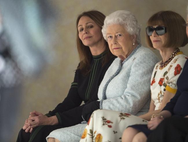 Regina Elizabeta si Anna Wintour saptamana modei londra