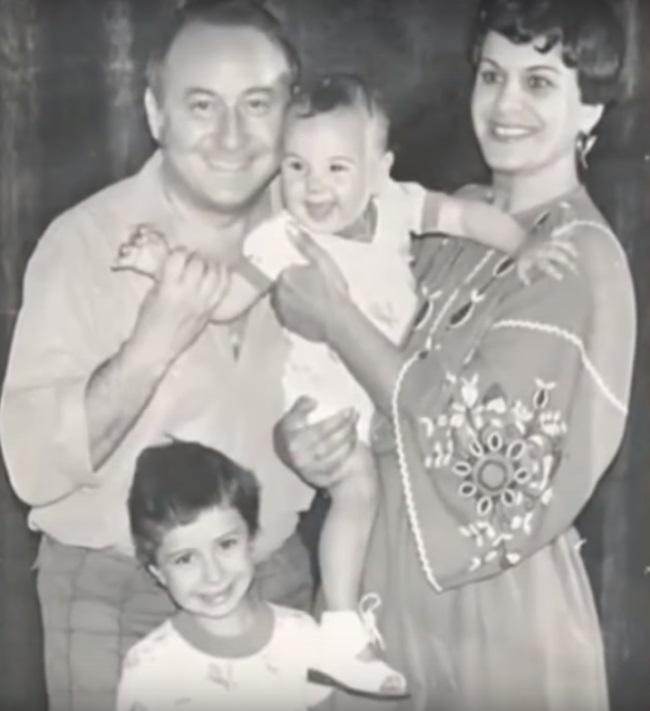 Ionela Prodan alaturi de familie