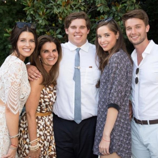 Sotia lui Arnold si cei patru fii ai cuplului
