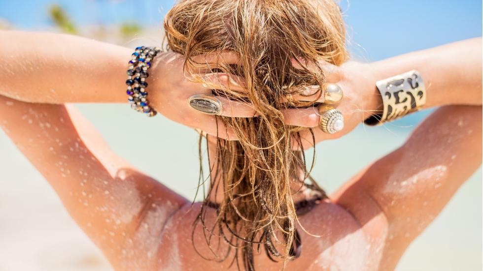 Cum îţi poate afecta soarele părul