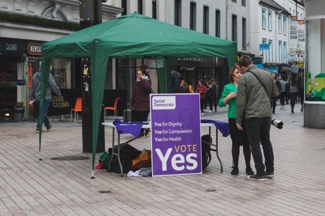 Legalizarea avortului Irlanda 2