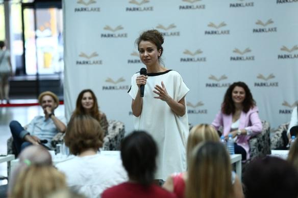 Actrița Andreea Vasile a convins audiența de utilitatea cursurilor de teatru pentru amatori.