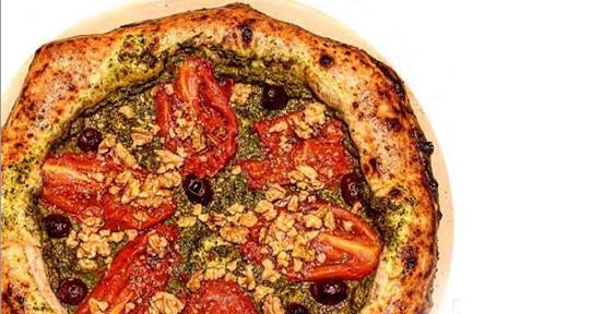 """Cercetătorii italieni au creat pizza care """"previne cancerul și prelungește viața"""""""