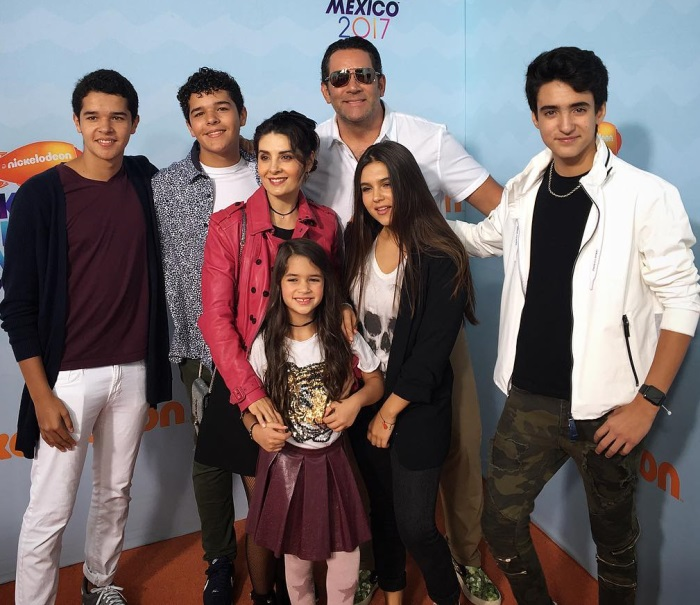 Mayrin Villanueva și Eduardo Santamarina familie