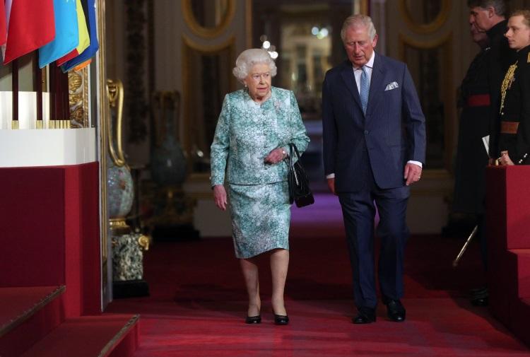 Regina Elisabeta si Printul Charles la Commonwealth