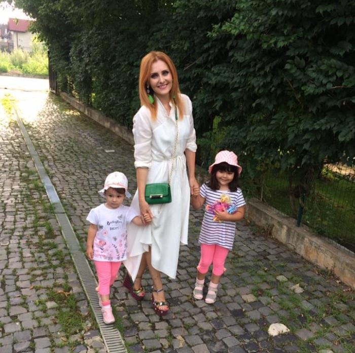 Alina Sorescu si fetitele sale