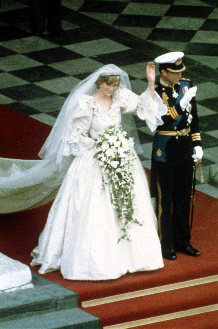 Cele mai frumoase rochii de mireasă ale vedetelor