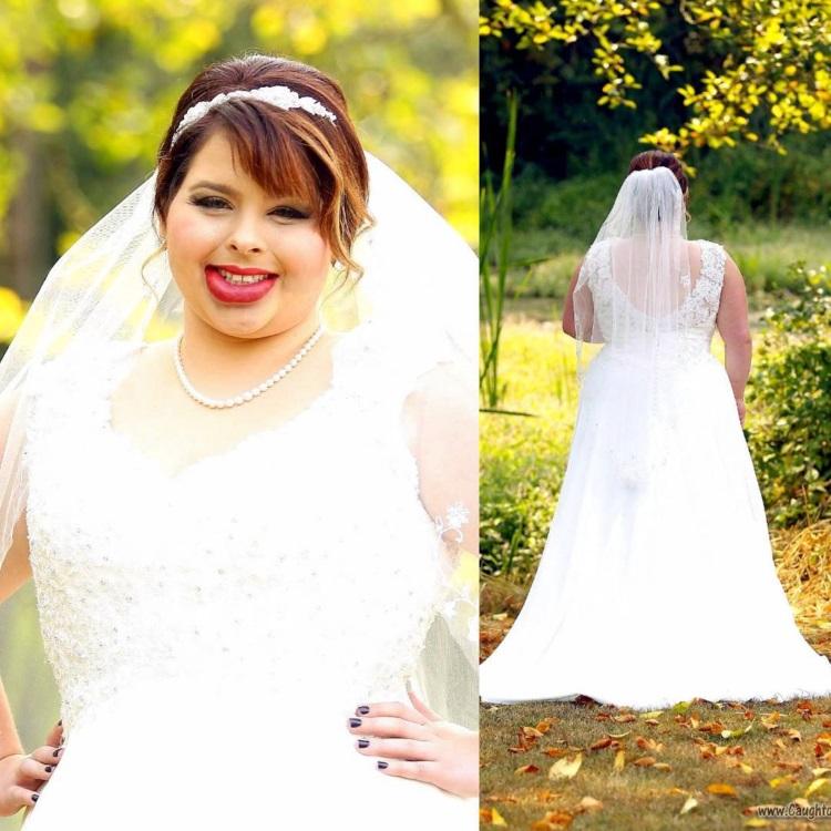 o tanara imbracata in rochie de mireasa, cu semne din nastere pe fata si buza de jos mult mai mare