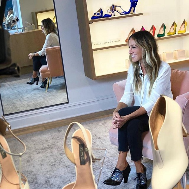 sarah jessica parker in magazinul ei de pantofi de la new york city
