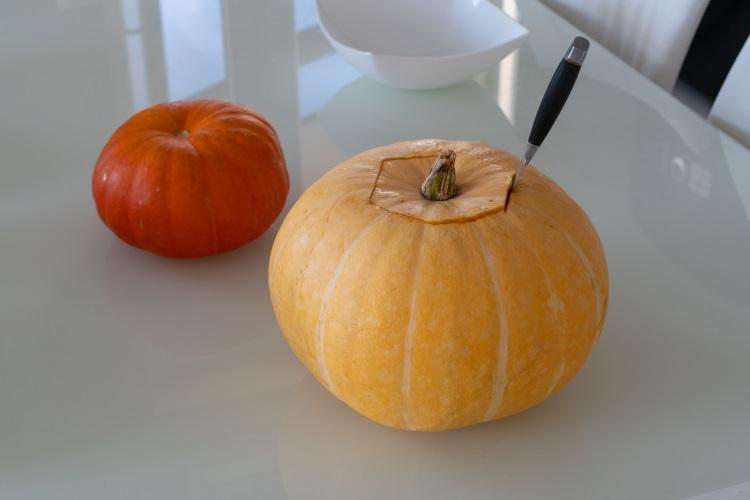 Cum să sculptezi dovleacul de Halloween