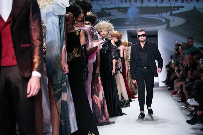 Succes total la Atena pentru designerii români. Cătălin Botezatu, alături de nume grele din modă