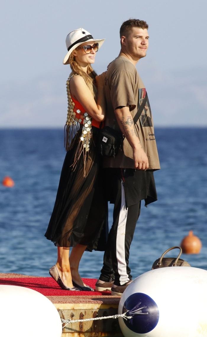 Paris Hilton si Chris Zylka s-au despartit