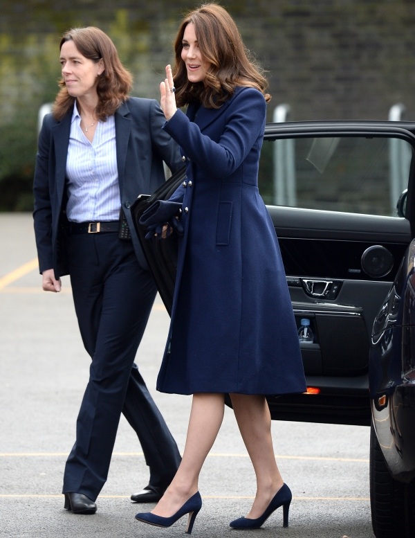 Toti ofițerii care asigură paza duceselor Meghan și Kate sunt femei. Care e motivul