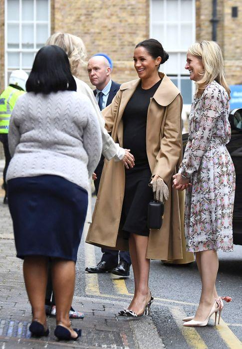 Meghan Markle a dat sfaturi vestimentare femeilor nevoiașe, într-o ținută de peste 5.000 lire sterline