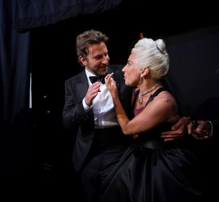 Lady Gaga şi Bradley Cooper pe scena Oscar 2019
