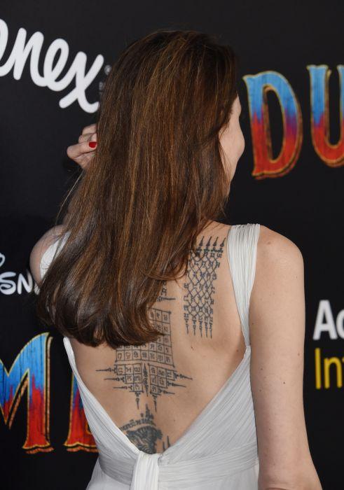 Angelina Jolie, colecție impresionantă de tatuaje pe spate FOTO