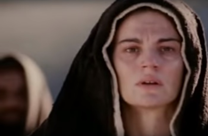 """Portretul actriței Maia Morgenstern, transformat în """"icoană"""" într-o catedrală"""